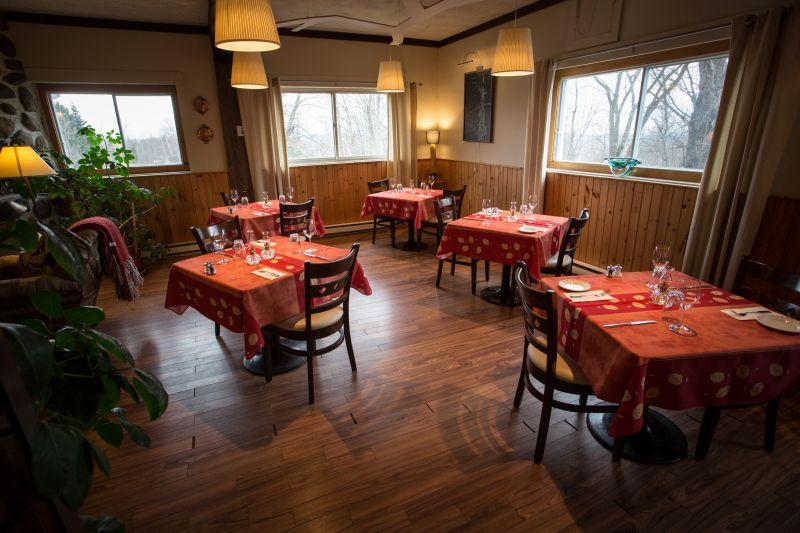 Alsq auberge des appalaches salle manger restaurant for Restaurant salle a manger